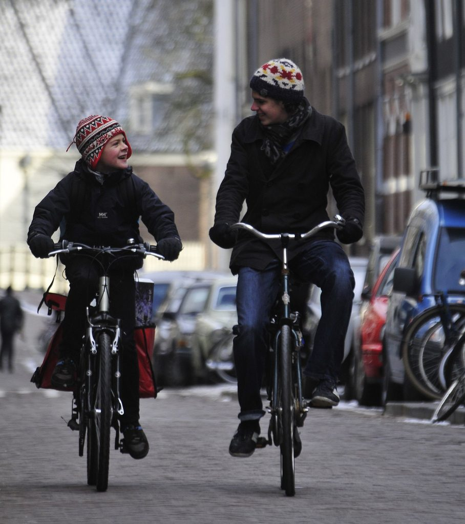 Es geht auch anders: Radfahrer in Amsterdam.Photo by Marc van Woudenberg (CC BY-SA 2.0)